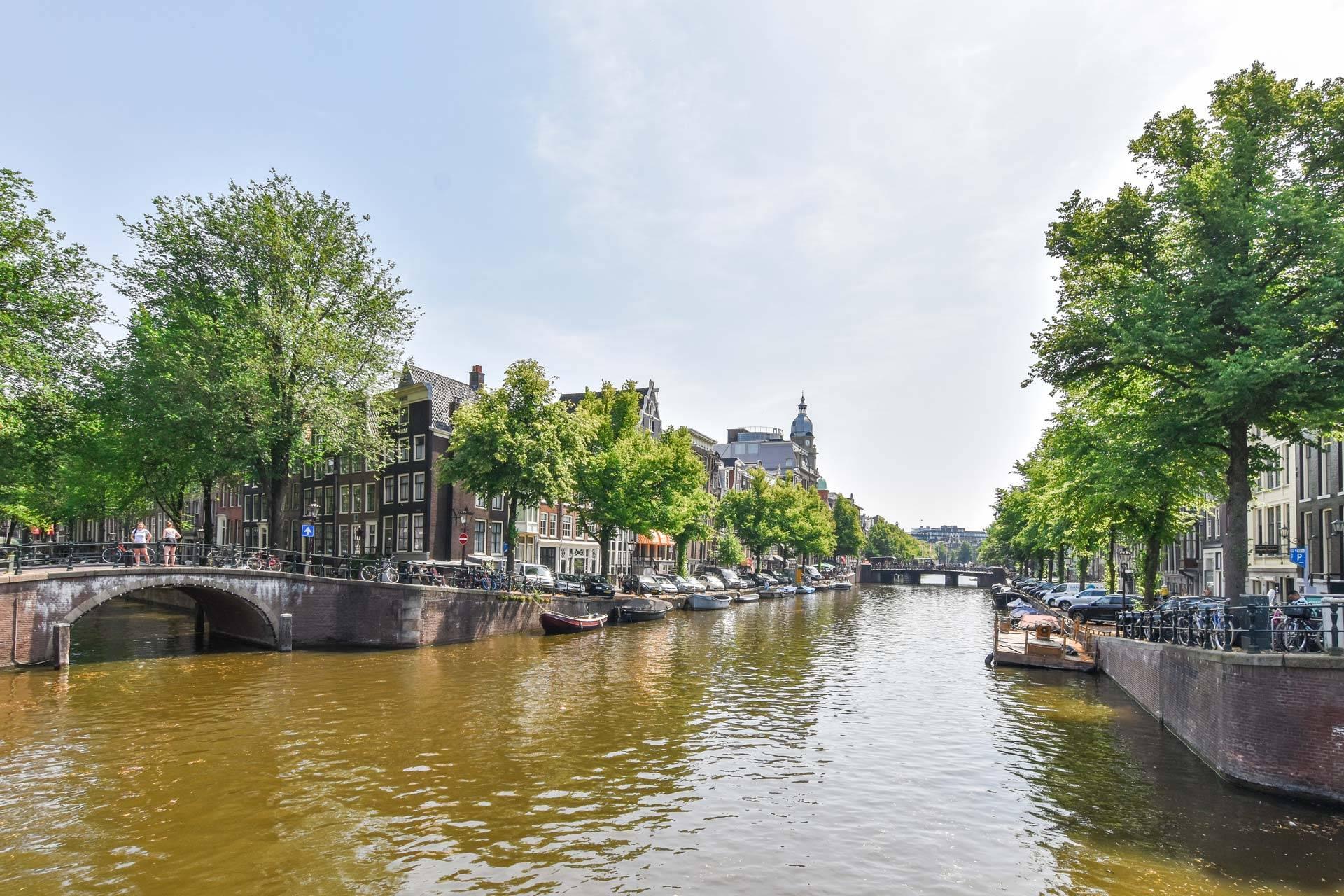 panden aan de gracht in Amsterdam